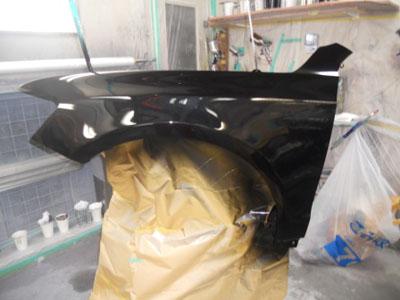 アウディQ5 新品部品には色が付いていない為 同じ色を作って塗装。