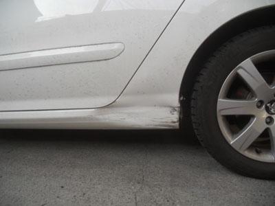 プジョー・308 ロッカーパネル 交換すると事故車扱なのでご注意を!