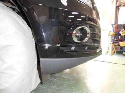 アウディQ5 フロントバンパーキズ修理 永久保証付きです。ご安心ください!!