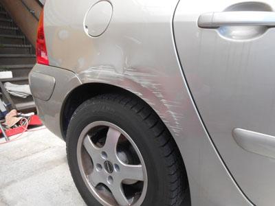 プジョー 307 リヤフェンダー板金塗装、リヤバンパー脱着修理