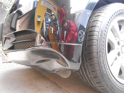 BMW 3シリーズ フロントバンパー脱着修理 交換しなくてもなおせます!!