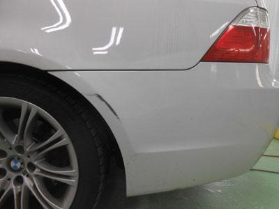 BMW・5シリーズ リヤバンパーキズ修理 浅めの傷です。