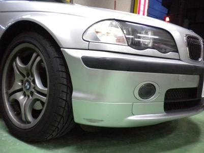 BMW、フロントバンパーキズ修理