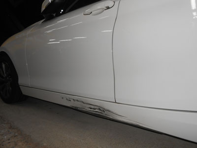 BMW120i サイドガーニッシュ交換、ロッカーパネル板金のご紹介