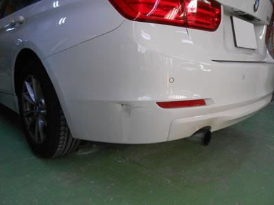 BMW 3シリーズ リヤバンパー凹み切れのご紹介です。