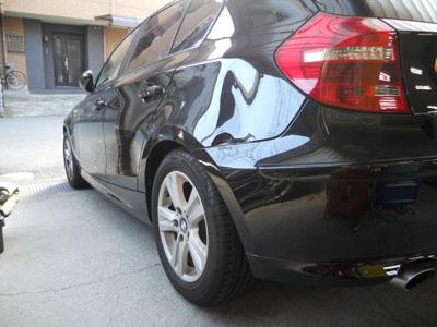 BMW 1シリーズ リヤフェンダー板金塗装、かなり大きな凹み。