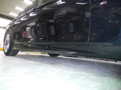 BMW 5シリーズ サイドスポイラー脱着キズ修理 交換しなくでも大丈夫!
