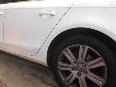 アウディ・A4 リヤドア、リヤフェンダー板金塗装のご紹介です。
