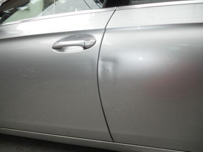 ベンツ・CLS550 左リヤドア板金塗装 お困りのことがあればいつでもお気軽に~!