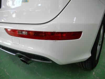 アウディ・Q5 白いお車でしたら、部分塗装でお安く修理。