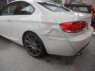 BMW 320i 保険修理、交換での事故車扱いの場合は、修理で対応します。