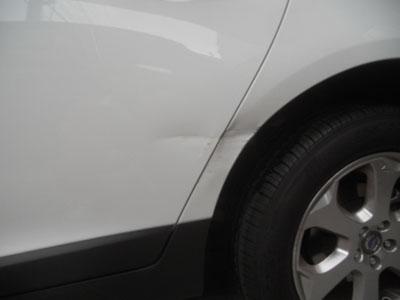 ボルボXC60 リヤドア、リヤフェンダー板金塗装 経験とセンスで丁寧に!