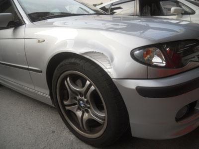 BMW 3シリーズ フロントフェンダー 中古部品での交換修理です。