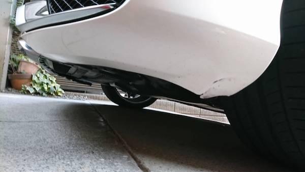 ベンツ、切れたバンパーの修理塗装