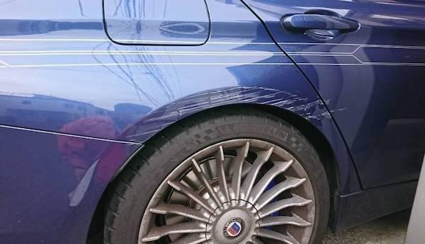 BMW・アルピナの板金修理!ストライプテープの下で安く!