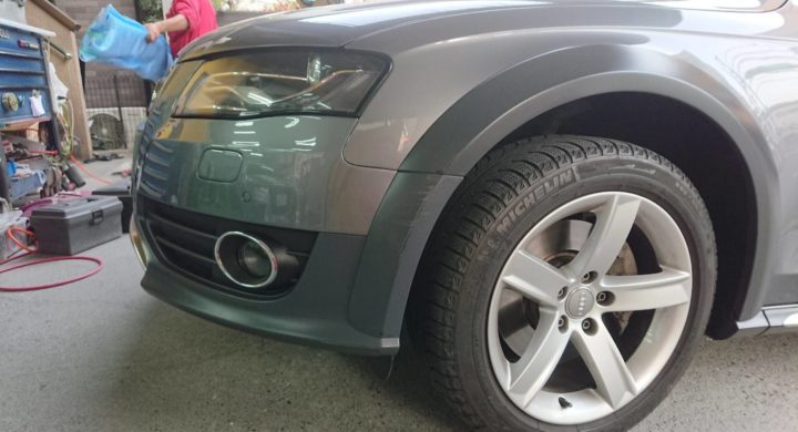 アウディのガーニッシュ/艶消し塗装、交換せずに修理も可